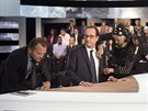 Francouzský prezident François Hollande před začátkem přímého přenosu televize TF1 (6. listopadu 2014).