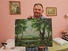 Klient palkovického penzionu Ladislav Svobodník s obrazem, který namaloval v...