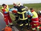 Na silnici I/11 mezi Hradcem Králové a Chlumcem nad Cidlinou se srazil kamion s osobním autem. (5. 11. 2014)