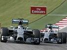 Monoposty Mercedes v �ele Velk� ceny USA F1. Vlevo Nico Rosberg, za n�m Lewis...