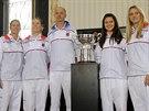 VYBOJUJÍ DALŠÍ TRIUMF? Zleva Andrea Hlaváčková, Lucie Hradecká, Lucie Šafářová a Petra Kvitová se pokusí vybojovat třetí triumf ve Fed Cupu za čtyři roky. Vede je kapitán Petr Pála.