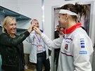 Tenisová legenda Martina Navrátilová (vlevo) se zdraví s Lucií Šafářovou na finále Fed Cupu.