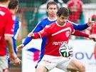 Momentka z druholigového utkání mezi Pardubicemi (červená) a Třincem