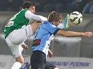 BACHA, AŤ MI NEUKOPNEŠ HLAVU. Ruslan Mingazov z Jablonce (vlevo) nechce k míči pustit boleslavského Jakuba Navrátila.