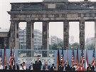 Prezident USA Ronald Reagan při slavném projevu u Braniborské brány před...