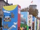 Při oslavách dvacetiletí pádu Zdi v roce 2009 -  kostky domina u Říšského sněmu...