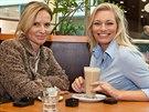 Lucie Borhyová s budoucí tchýní Ivanou Hrdličkovou, maminkou moderátora Michala Hrdličky.