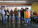 Katalánci stojí fronty u volebních místností (Španělsko, 9. listopadu 2014).