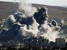 Rakety dopadají i na syrské Kobani. O město v těsné blízkosti turecké hranice vedou islamisté vleklé boje s kurdskými pešmergy (9. listopadu 2014).