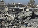 Nálety USA a jejich spojenců zcela zničily několik domů v syrském městě Harem (7. listopadu 2014).