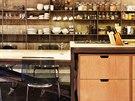 Kovový regál slouží pro úschovu všech věcí bez výjimky. Stejným způsobem v kuchyni, ložnici, pracovně nebo hale.