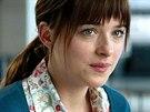 Dakota Johnsonov� ve filmu Pades�t odst�n� �edi (2015)
