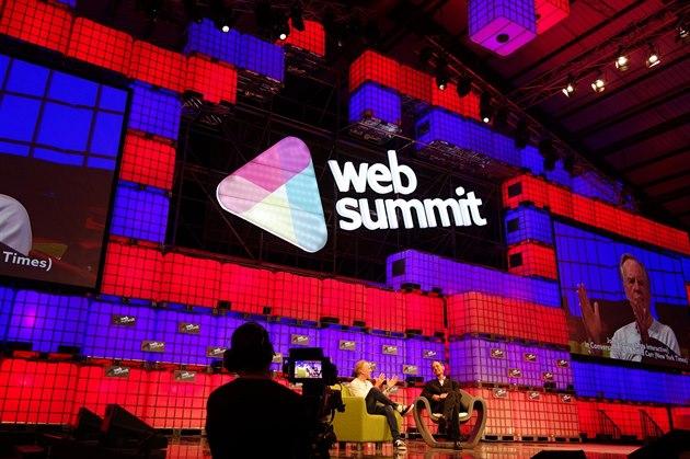 Hlavní pódium konference Web Summit 2014 na dublinském výstavi�ti RDS hraje...