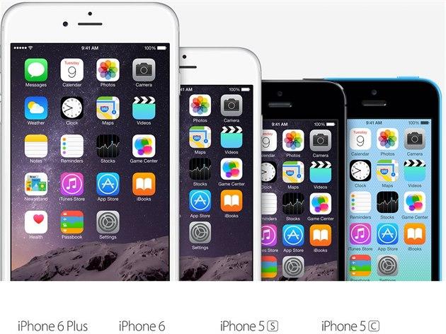 Poslední dv� generace iPhon�. Na displeji op�t �as 9:41.