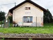 Drážní domek v Krtech na Rakovnicku, do nějž v srpnu 2011 vhodili pachatelé zápalnou láhev.