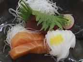Plátky syrových ryb neboli sashimi, podávané pod vzne�en�j�ím názvem otsokuri.
