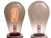 Žárovka s uhlíkovým vláknem. Na snímku je vidět i tmavnutí skla, ke kterému v průběhu životnosti světla dochází.