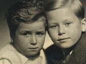 Z filmu Život podle Václava Havla - Ivan a Václav Havlovi v dětství