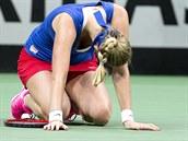 NA ZEMI. Petra Kvitová ve finále Fed Cupu proti Angelique Kerberové