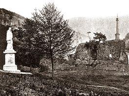 Socha sv. Jana Nepomuckého a Ferdinandův sloup u Horního slapu (r.1909)