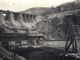Stavba přehrady Slapy (15. března 1954)