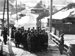 Neměcké ZbV - Kommando, určené k boji proti partyzánům, nastupuje v prosinci 1944 k akci.