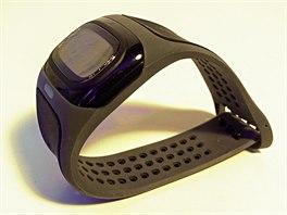 Narozdíl od hrudních pásu, je jeho nošení pohodlné a navíc vám tepovou frekvenci dokáže zobrazit.