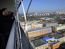 K nejvyhledávanějším místům objektu patří terasa na střeše mrakodrapu s