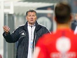 Luboš Urban, trenér Českých Budějovic, nesouhlasí s rozhodčím.