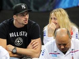 Petra Kvitová (vpravo) se svým přítelem Radkem Meidlem na finále Fed Cupu.