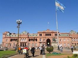 Buenos Aires. Prezidenti v r�ov�m. V USA ��aduje hlava republiky v B�l�m dom�, argentinsk� prezidentka vl�dne z R�ov�ho.