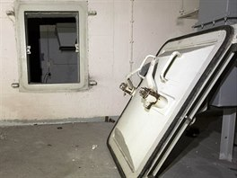 Zch�tral� b�val� arm�dn� z�kladna nad Honeckerov�m bunkrem v Prendenu