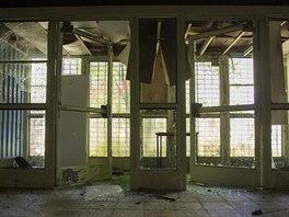 Jídelna v bývalé armádní základně nad Honeckerovým bunkrem v Prendenu