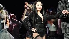 VIDEO: B�lou v Addamsov�ch prod�vaj� nohy a zadek, Noid je k nepozn�n�
