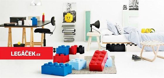 Úložné LEGO boxy jsou zajímavým doplňkem interiérů. (zdroj: SmartLife s.r.o.)