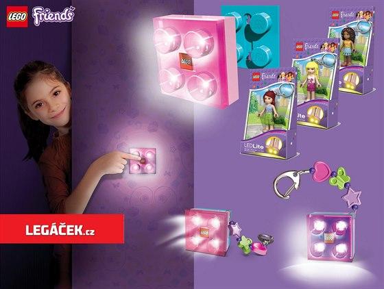 S motivem LEGO Friends však nyní pořídíte i užitečné přenosné světlo na stěnu nebo přívěškové Friends kostičky. (zdroj: SmartLife s.r.o.)