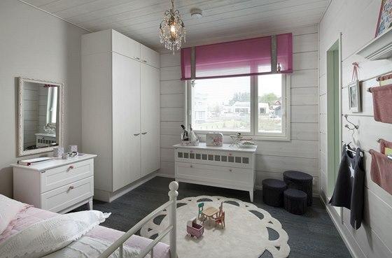 V dívčím pokoji byly použity (stejně jako v celém domě) pouze přírodní materiály.
