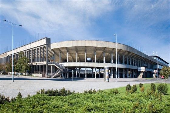 Celá budova, v níž sídlí Česká unie sportu a několik sportovních svazů, dnes působí jako dokonalé muzeum Husákovy doby.