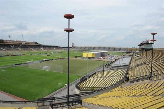 Celý kolos o rozměrech 200 × 300 metrů, jeden z největších na světě, na němž při všesokolských sletech a socialistických spartakiádách vystupovaly desetitisíce cvičenců, má do roku 2030 v dlouhodobém pronájmu fotbalová Sparta.