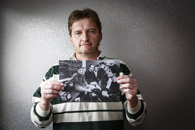 Jaromír Bosák se jako student Fakulty žurnalistiky UK účastnil demonstrací na Národní třídě. Po revoluci se uchytil v rádiu Bonton a o dva roky později se stal redaktorem sportu v České televizi. Je jedním z nejpopulárnějších českých sportovních komentátorů a milovníkem golfu.