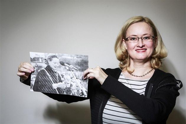 Jako reprezentantka Svazu socialistické mládeže připravovala studentskou demonstraci 17. listopadu 1989 na Albertově. Od roku 1990 pracovala na ministerstvu zahraniční a působila jako kulturní atašé na českém velvyslanectví v Paříži. Nyní je předsedkyní občanského sdružení ANO pro Evropu.