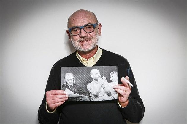 Jan Ruml podepsal Chartu 77 a angažoval se v 80. letech v Hnutí za občanskou svobodu. Spoluzakládal Lidové noviny a týdeník Respekt, po revoluci se stal náměstkem ministra vnitra v ČSFR, v 90. letech působil jako ministr vnitra. Založil Unii svobody. Nyní je ředitelem bezpečnostní firmy.