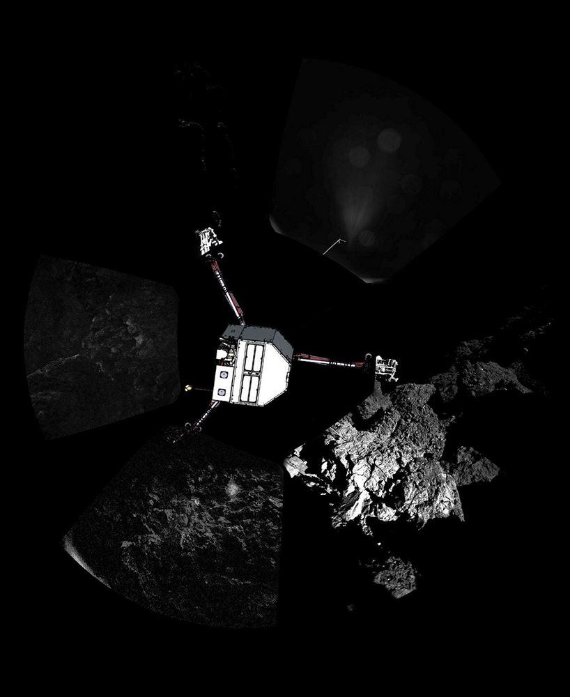 """Upravený """"panoramatický"""" snímek okolí sondy Philae s vloženým obrázkem sondy naznačuje její polohu."""
