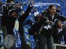 Fanoušci  Ústí nad Labem jásají a usmívají se, jejích tým dal gól.