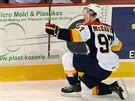 Talentovaný kanadský hokejista Connor McDavid hrající OHL za Erie Otters se raduje z gólu. Momentálně je zraněný, stihne juniorské MS?