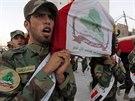 Pohřeb příslušníků Asáib Ahl al-Haq, kteří zemřeli v boji s Islámským státem, v Nadžafu(7. července 2014).