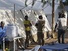Zdravotníci v léčebném centru eboly v malijském hlavním městě Bamako (13. listopadu 2014).