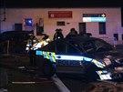 Policisté s výstražným znamením spěchali k případu, na křižovatce v Berouně se střetli s minidodávkou. Tři lidé byli se zraněními převezeni do nemocnic (9.11.2014)