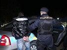 Zdrogovaný řidič odmítl zastavit hlídce v Praze, policisté ho pronásledovali až k Litoměřicím, kde ho dopadli. Do akce se zapojilo několik hlídek včetně policejního vrtulníku (11.11.2014)