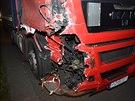 Řidič polského kamionu smetl na 2. kilometru  dálnice D5 ve směru na Prahu odstavené osobní auto. Při nehodě nebyl nikdo zraněn. (13.11.2014)